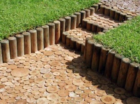 декоративные опорные стенки на даче с применением в строительстве бревна