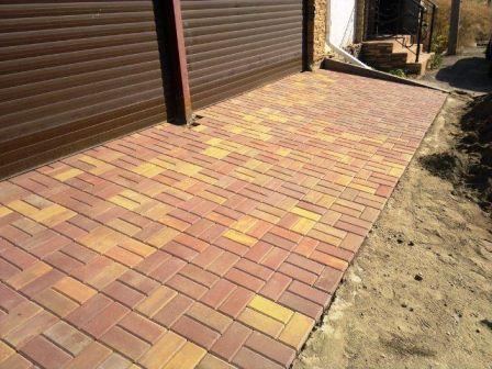 как выбрать качественную тротуарную плитку для дачи?