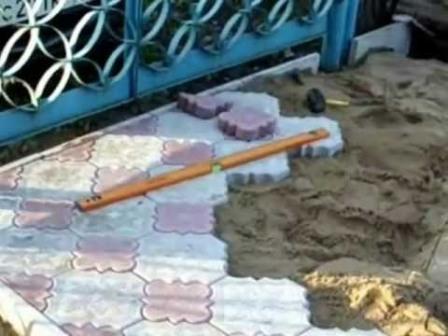 выбор и укладка тротуарной плитки на дачном участке