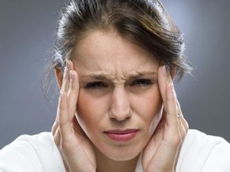 Ученые: Мигрень у женщин часто вызывает инсульт