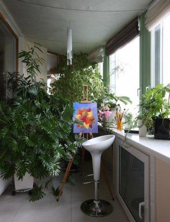 Остекленный балкон – может стать маленькой дачей в городской квартире